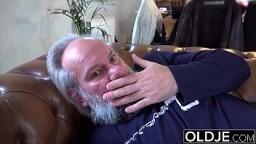 19 yo helps grandpa gave orgasm by fucking him and swallowing his cumshot 7 min